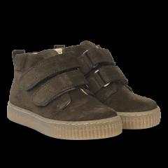 Sneaker mit verstellbarem Klettverschluss
