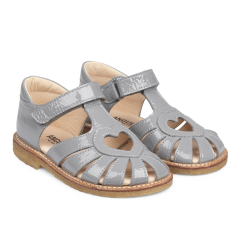 Sandale mit Herzdetail und Klettverschluss