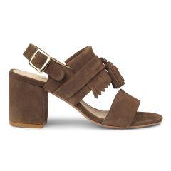 Blockabsatz-Sandale mit Schnalle, Fransen und Quas